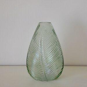 Zöld levélmintás váza